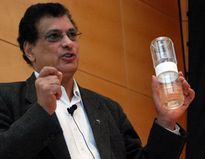 Dr. Medhat Nasr explains his double-jar alcohol rinse method for quickly and easily determining Varroa infestation levels.