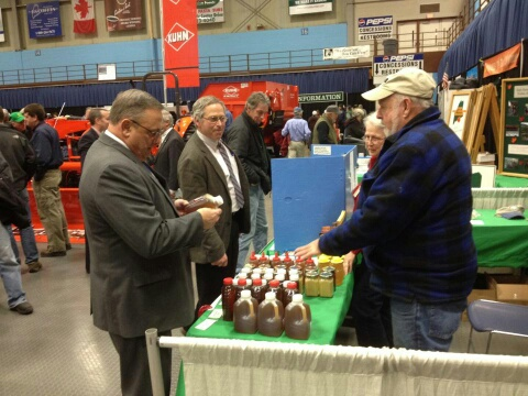 Governor LePage at the MSBA booth at the 2014 Agricultural Trade Show. Nick Kelley (Western Maine Beekeepers Association) shows him some good Maine honey!